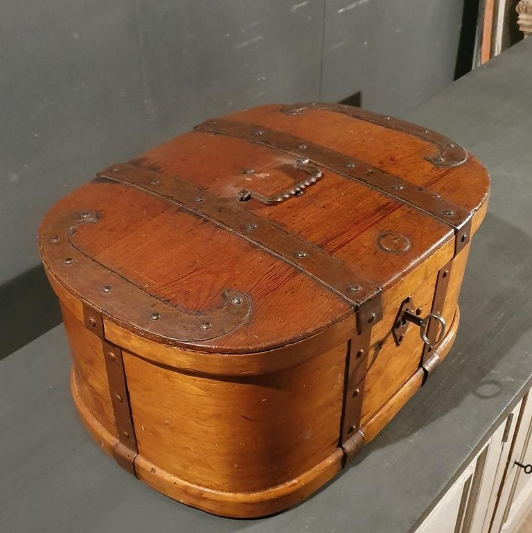 Swedish Iron Bound Bentwood Box In Good Condition For Sale In Leamington Spa, Warwickshire