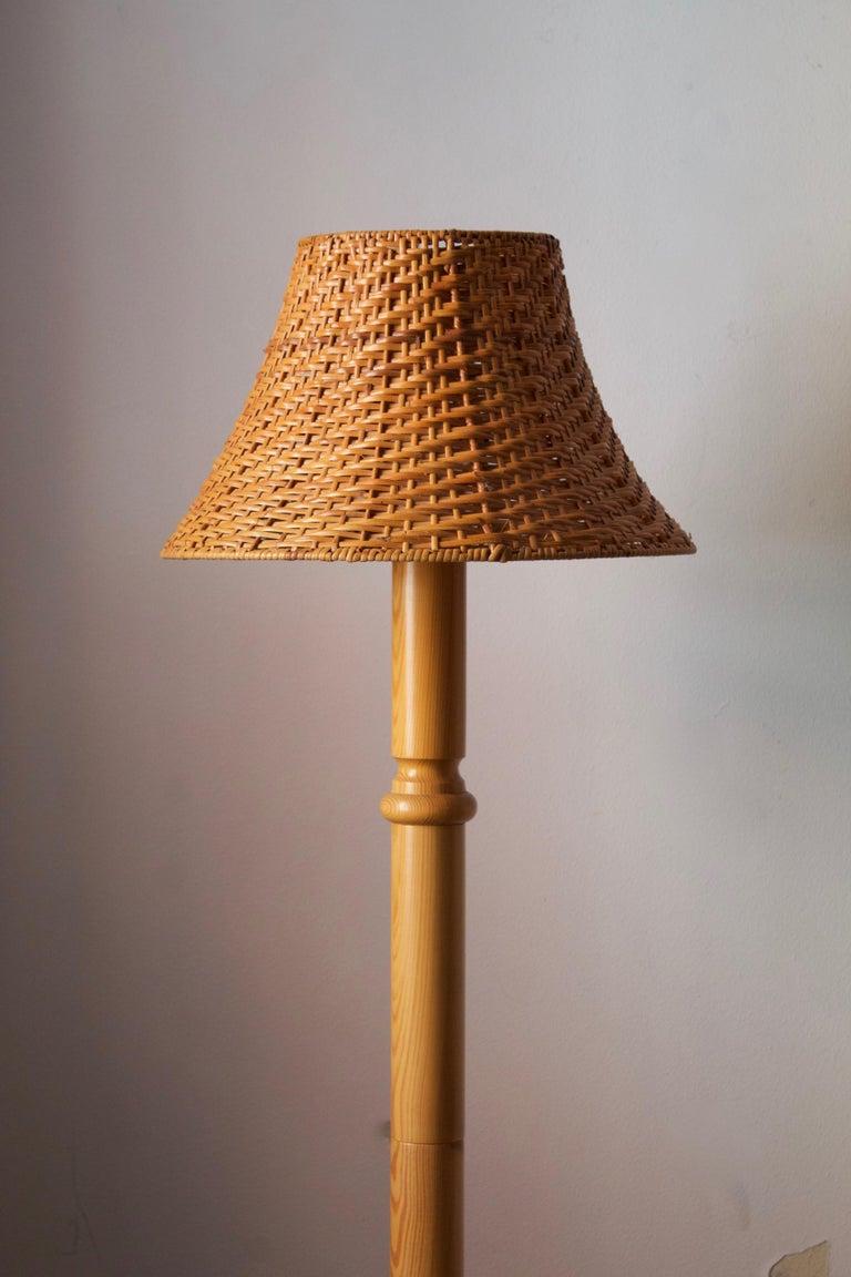 Modern Swedish, Minimalist Floor Lamp, Solid Pine, Rattan, Sweden, 1970s For Sale