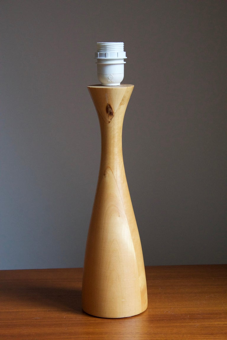 Swedish, Minimalist Table Lamp, Light Wood, Fabric, Sweden, 1980s In Good Condition For Sale In West Palm Beach, FL