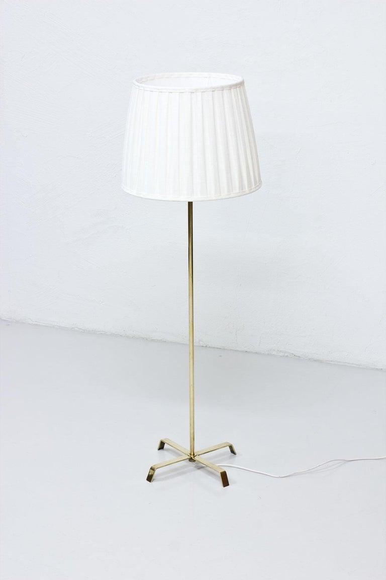 Scandinavian Modern Swedish Modern Brass Floor Lamp by Böhlmarks, 1940s For Sale
