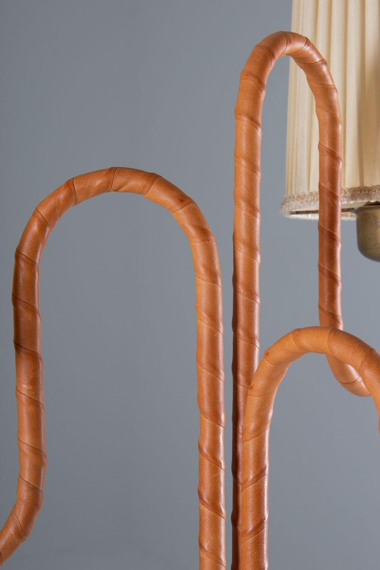Swedish Modern Floor Lamp in Brass and Leather In Good Condition For Sale In Karlstad, SE