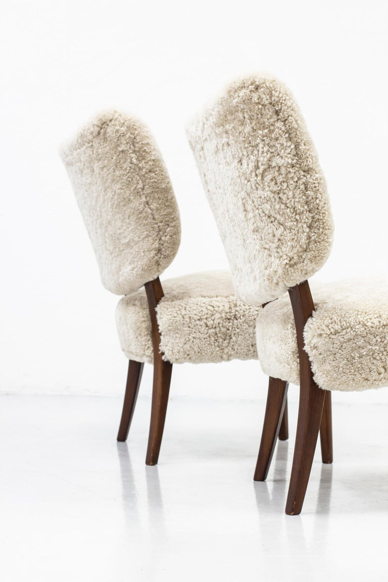 Swedish Modern Sheepskin Lounge Chairs in the Style of Otto Schulz In Good Condition For Sale In Stockholm, SE