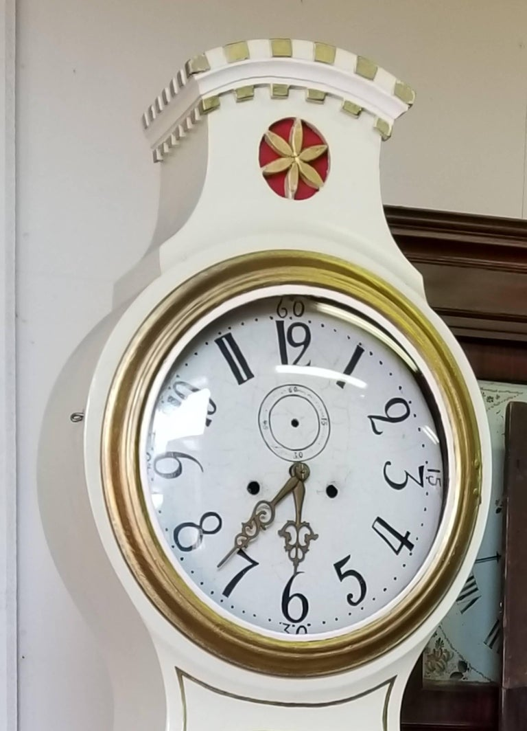 Hand-Painted Swedish Mora Clock White Castle Crown Carved Detail Early 1800s Frkysdall For Sale