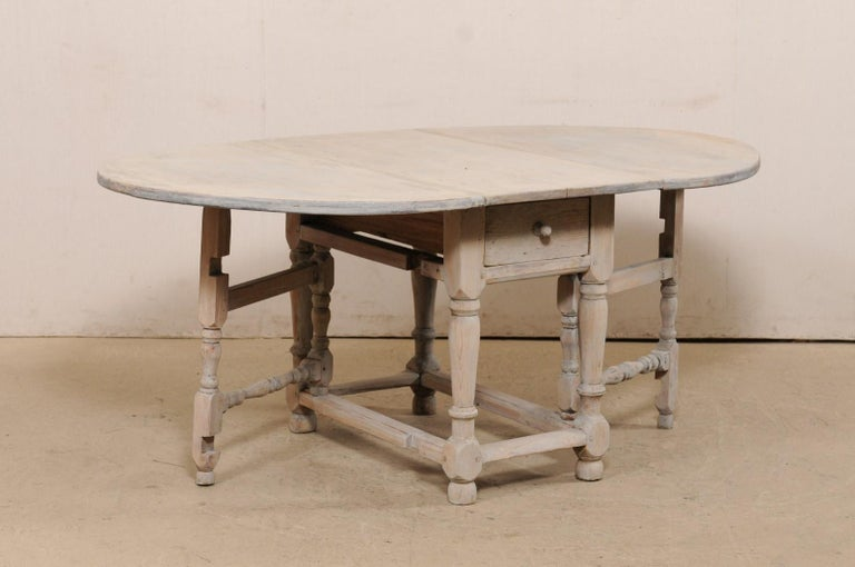 Swedish Oval-Shaped Double Gate Leg Painted Wood Table, Turn of the 18/19th C In Good Condition For Sale In Atlanta, GA