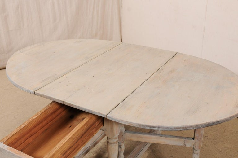 Swedish Oval-Shaped Double Gate Leg Painted Wood Table, Turn of the 18/19th C For Sale 2