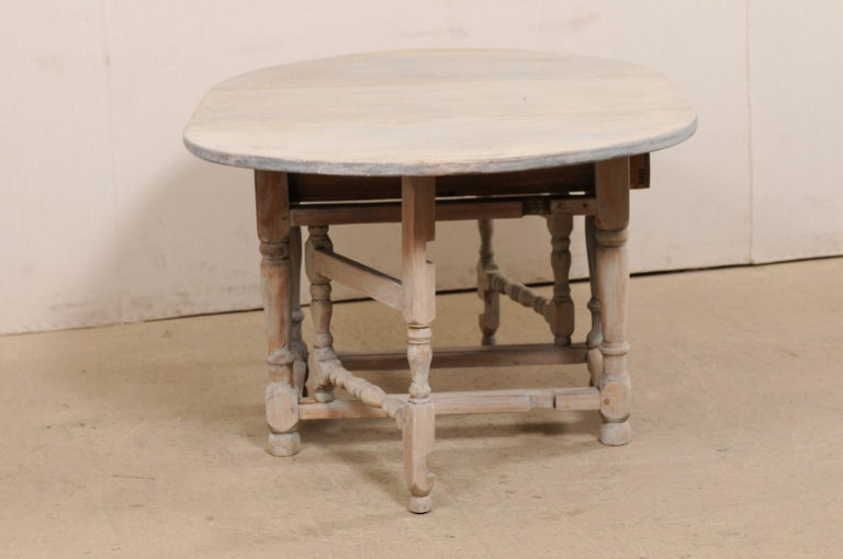 Swedish Oval-Shaped Double Gate Leg Painted Wood Table, Turn of the 18/19th C For Sale 3