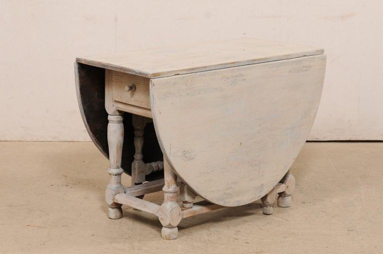 Swedish Oval-Shaped Double Gate Leg Painted Wood Table, Turn of the 18/19th C For Sale 4