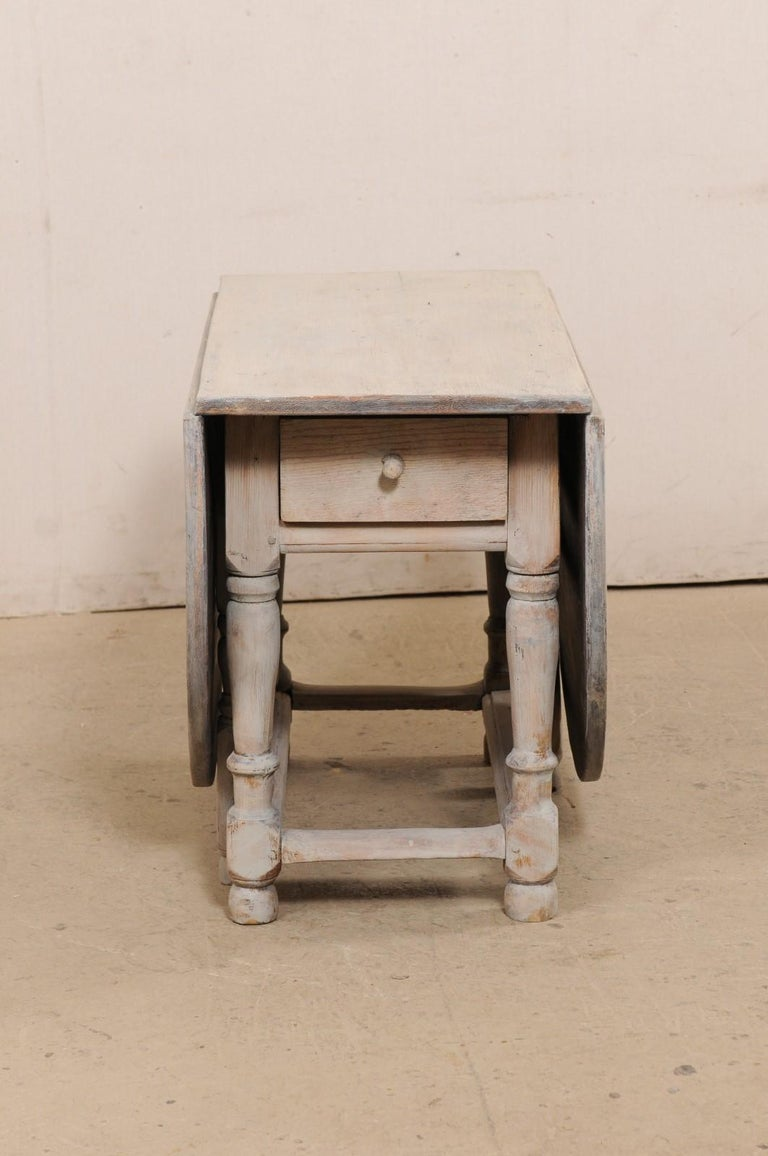 Swedish Oval-Shaped Double Gate Leg Painted Wood Table, Turn of the 18/19th C For Sale 5