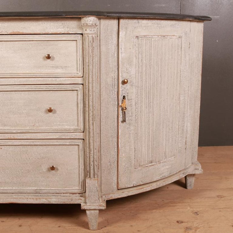 Swedish Painted Buffet / Sideboard In Good Condition For Sale In Leamington Spa, Warwickshire