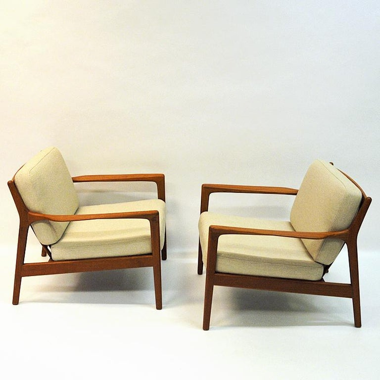 A terrific pair of teak chairs model USA 75 by Folke Ohlsson for DUX, Sweden, 1960s. The chairs are made of teak and have newly upholstered back and seat cushions in cream woolfabric 'Hallingdal' from GU Norway. Nicely tilted and soft seats. Lovely