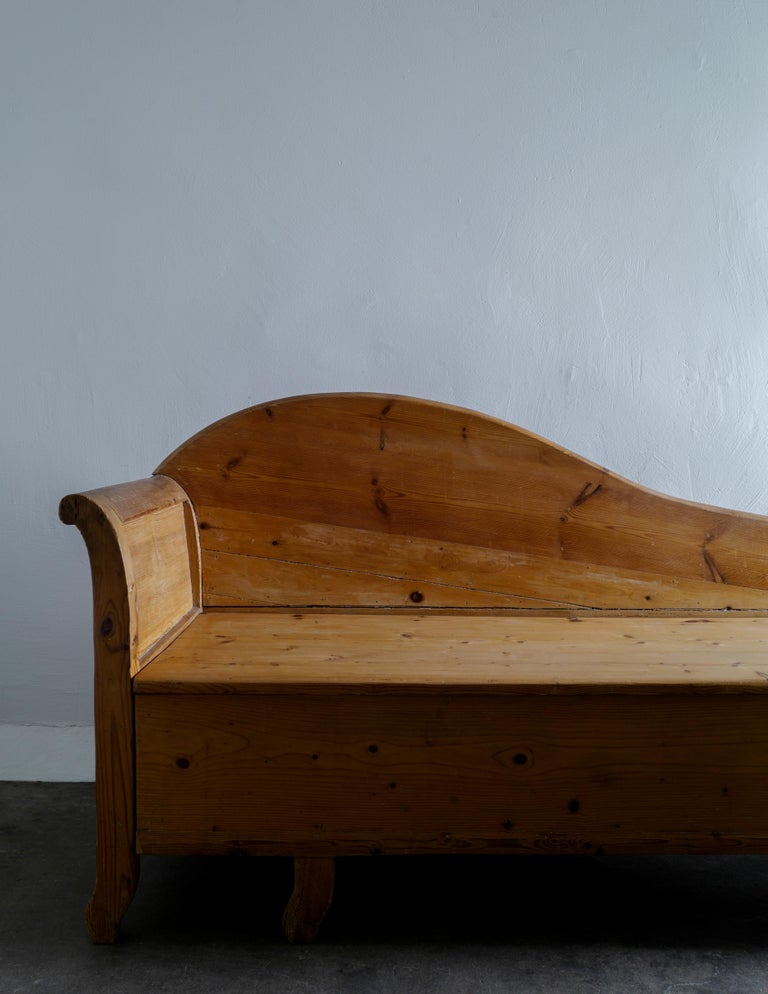 Scandinavian Modern Swedish Pine Chaise Canapé Sofa in a Wabi-Sabi Style Produced in the Late 1800s For Sale