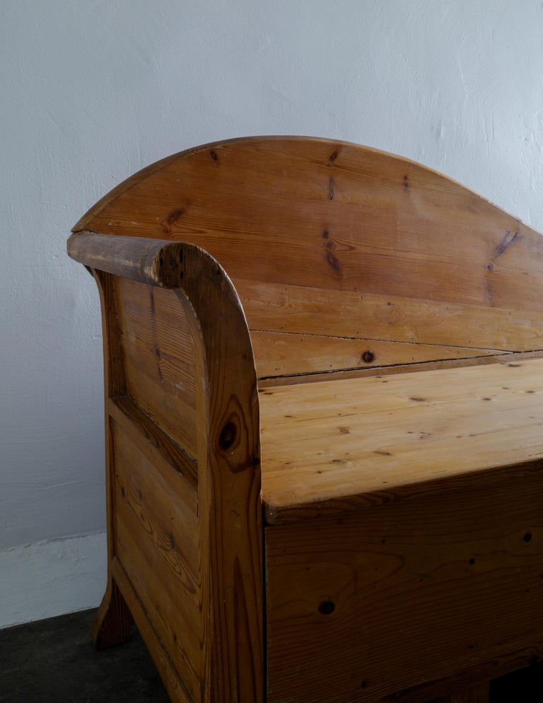 Swedish Pine Chaise Canapé Sofa in a Wabi-Sabi Style Produced in the Late 1800s For Sale 1