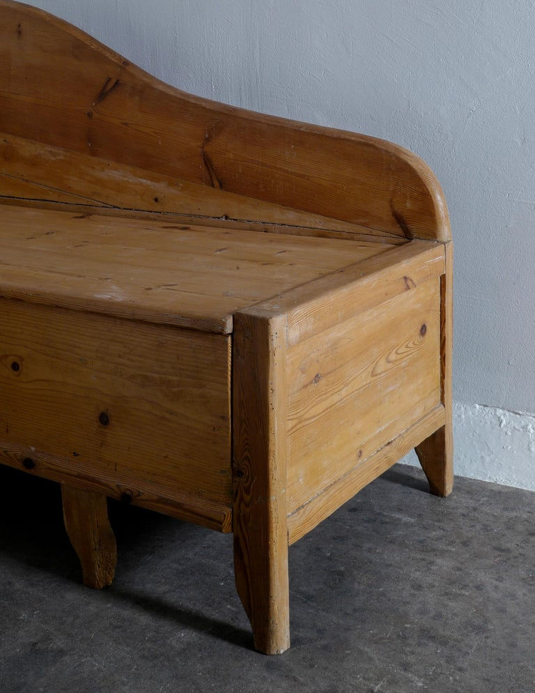Swedish Pine Chaise Canapé Sofa in a Wabi-Sabi Style Produced in the Late 1800s For Sale 4