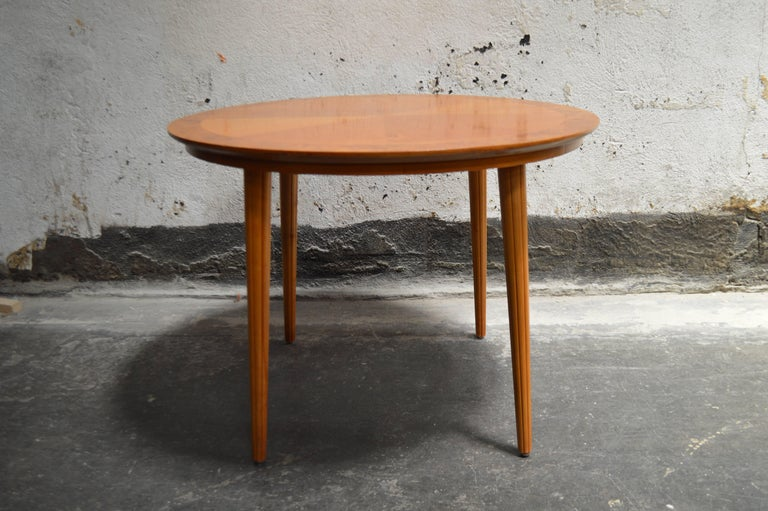 Swedish Round Golden Elm End or Side Table In Excellent Condition For Sale In Atlanta, GA