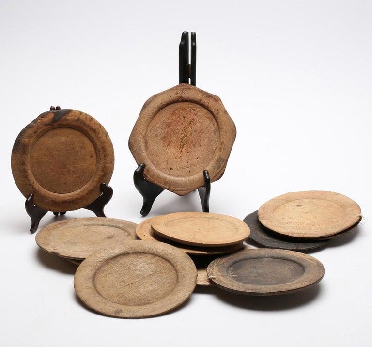 Swedish Set of 10 Wooden Folk Art Dinner Plates In Good Condition For Sale In Haddonfield, NJ