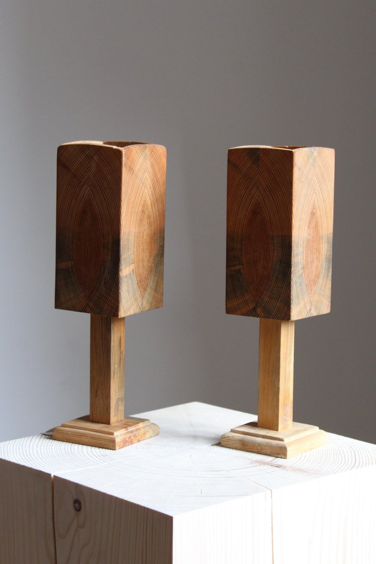 A pair of Swedish craft table lamps. In stained turned solid pine, Sweden, 1960s.