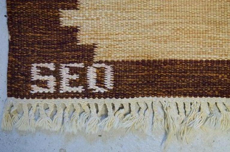Swedish Textile Designer, Large Handwoven Rölakan Rug in Pure Wool In Excellent Condition For Sale In Copenhagen, Denmark
