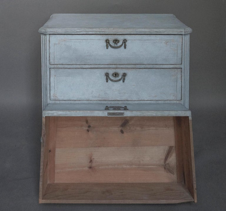 Gustavian Swedish Three-Drawer Commode in Blue Paint For Sale