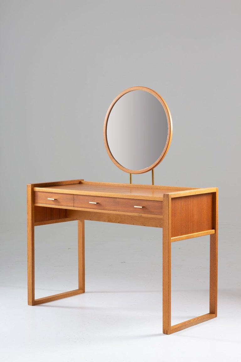 Swedish Vanity Table in Teak, Oak, and Brass by AB Nybrofabriken In Good Condition For Sale In Karlstad, SE