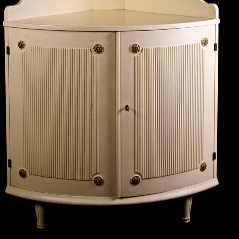Painted Swedish Vintage Gustavian Ribbed Corner Cabinet Rosette, Mid-20th Century For Sale