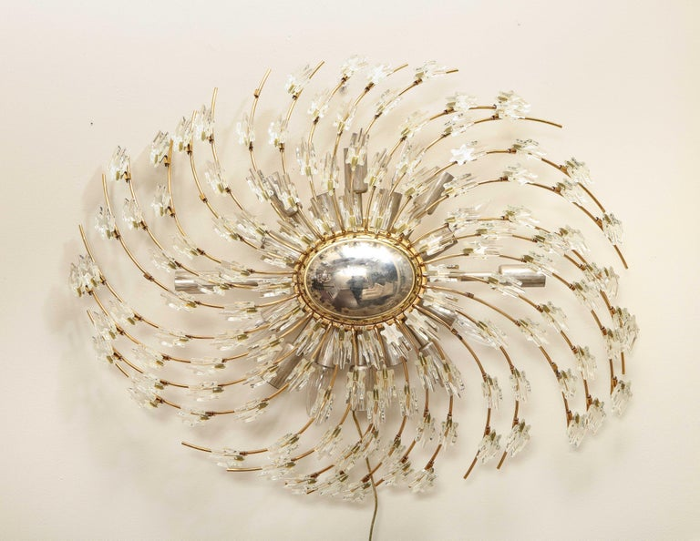 Swirling Italian Glass Wall Light Fixture In Excellent Condition For Sale In New York, NY
