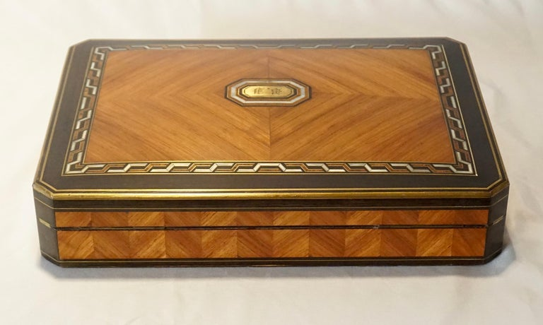 Swiss Exotic Wood, Nacre and Brass Card Games Box, Complete, circa 1890 For Sale 1