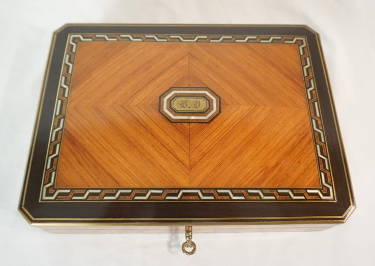 Swiss Exotic Wood, Nacre and Brass Card Games Box, Complete, circa 1890 For Sale 3