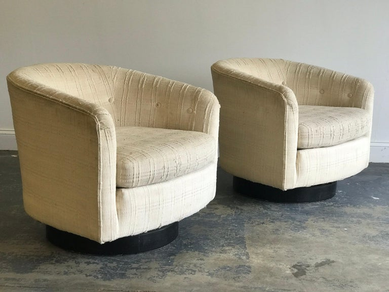 Mid-20th Century Swivel Chairs in the Style of Milo Baughman