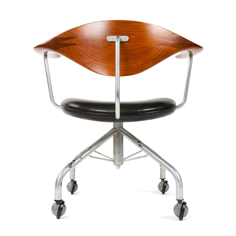 Swivel Desk Chair by Hans J. Wegner for Johannes Hansen In Excellent Condition In Sagaponack, NY