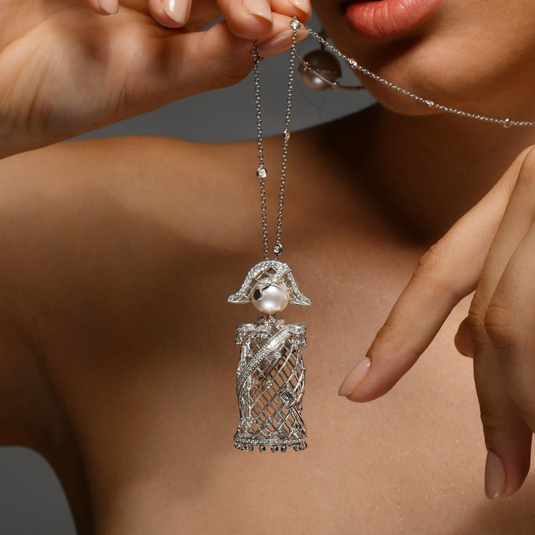 Contemporary Sybarite Jewellery Nelson 2.62 Carat Diamond Charm 18 Karat Gold South Sea Pearl For Sale