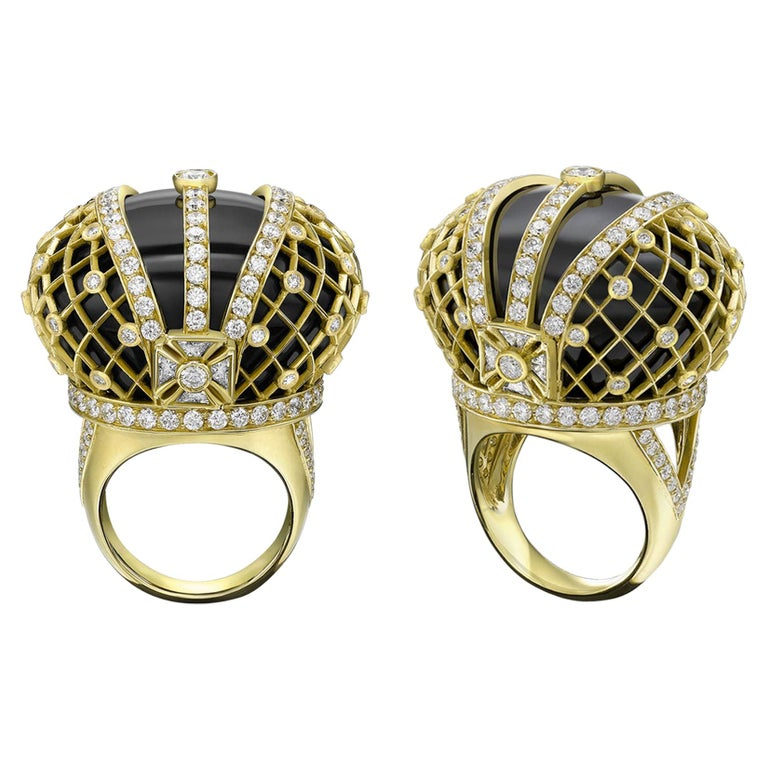 Sybarite Jewellery Royal Jubilee Cocktail 18K Gold 4.41 Carat Diamond Onyx Ring For Sale