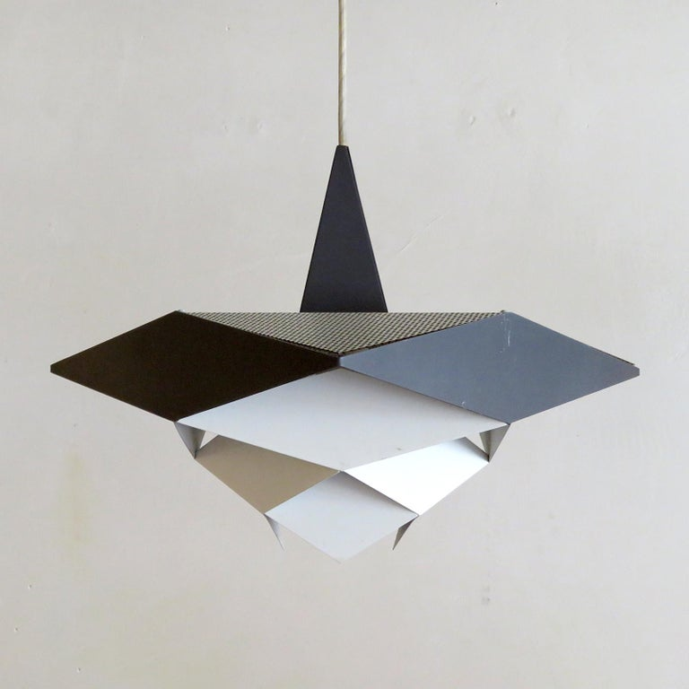 Wonderful geometric pendant light by Preben Dahl for Hans Følsgaard, 1960, made of interlocking, enameled metal rhomboid shapes in square two tone colored bands. Overall drop can be customized, wired for US standards, one E27 socket, max. wattage