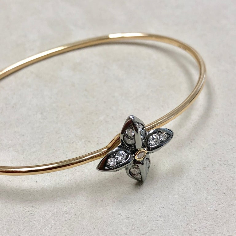 Syna Oxidized Silver Yellow Gold Flower Bracelet with Champagne Diamonds For Sale 4