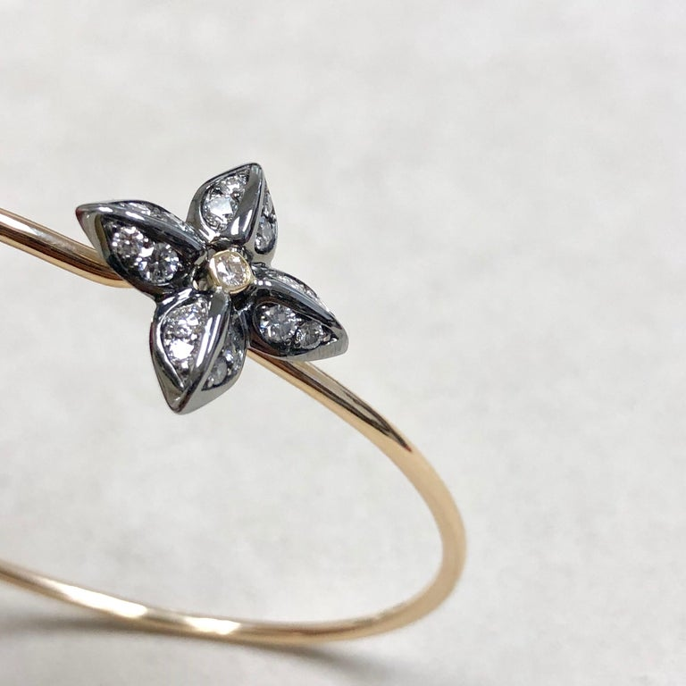 Round Cut Syna Oxidized Silver Yellow Gold Flower Bracelet with Champagne Diamonds For Sale