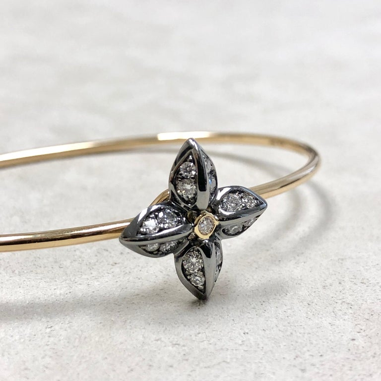 Syna Oxidized Silver Yellow Gold Flower Bracelet with Champagne Diamonds For Sale 1