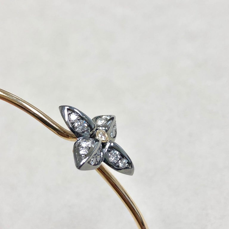 Syna Oxidized Silver Yellow Gold Flower Bracelet with Champagne Diamonds For Sale 3