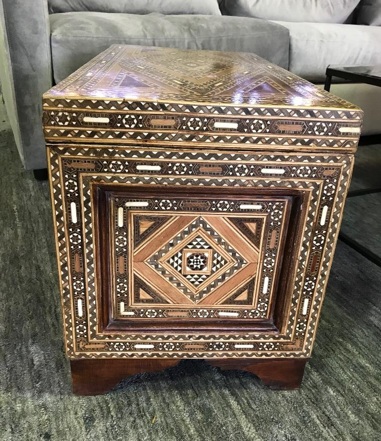 Syrian Moorish Mother of Pearl Inlaid Mosaic Trunk Box In Good Condition For Sale In Studio City, CA