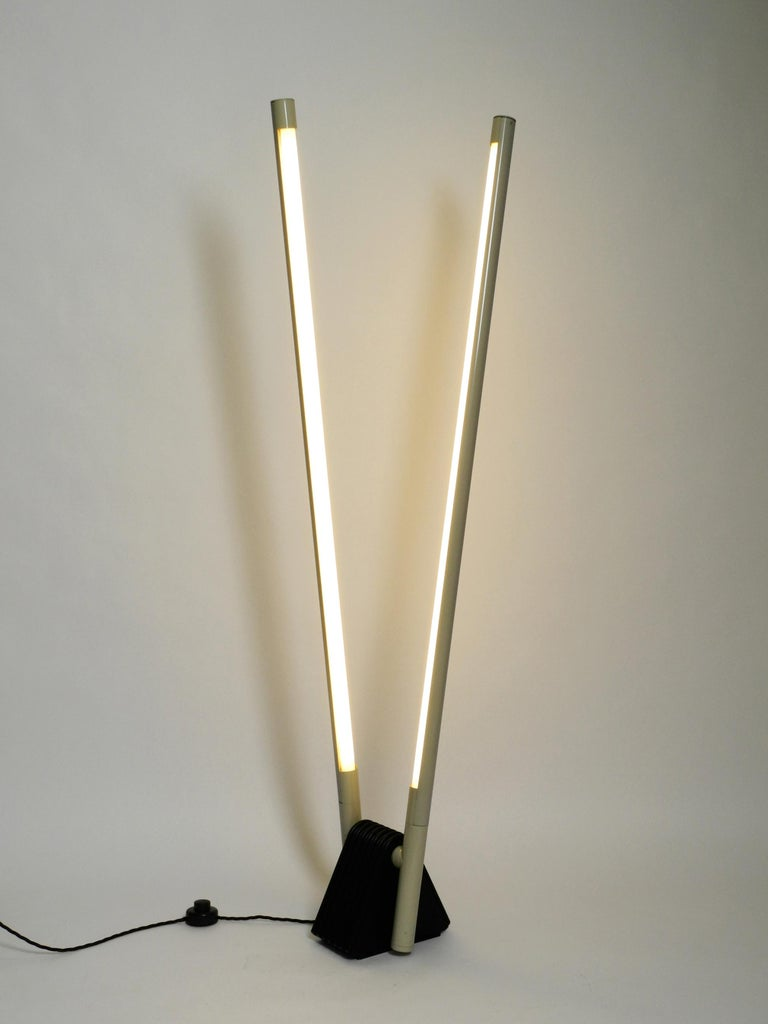 Systema Flu double neon tube floor lamp by Rodolfo Bonetto for LUCI from 1981. Great minimalistic Postmodern design. Made in Italy. Both reflectors can be rotated and tilted steplessly. Fully functional and rewired with a new foot switch and