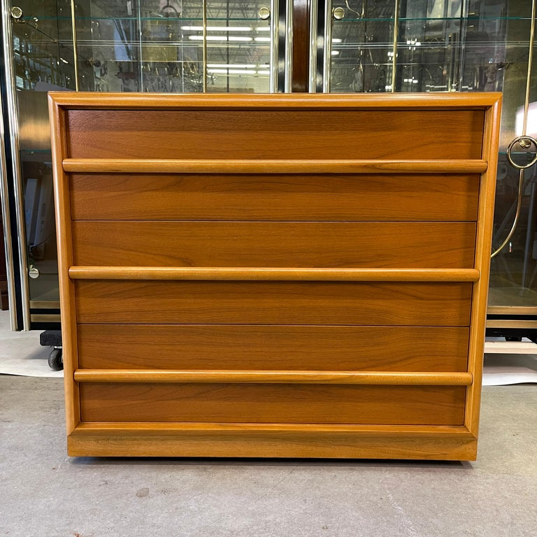 American classical modern chest of drawers designed by Robsjohn-Gibbings for Widdicomb Furniture Co. in figured walnut with contrasting maple moldings. Original label in top drawer. Purchased from Paine Furniture of Boston in 1955 (we have the