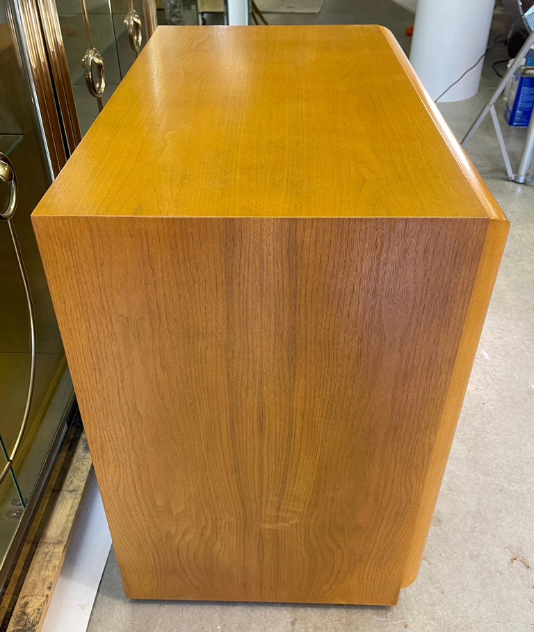 T. H. Robsjohn-Gibbings for Widdicomb Chest of Drawers In Good Condition For Sale In Hingham, MA