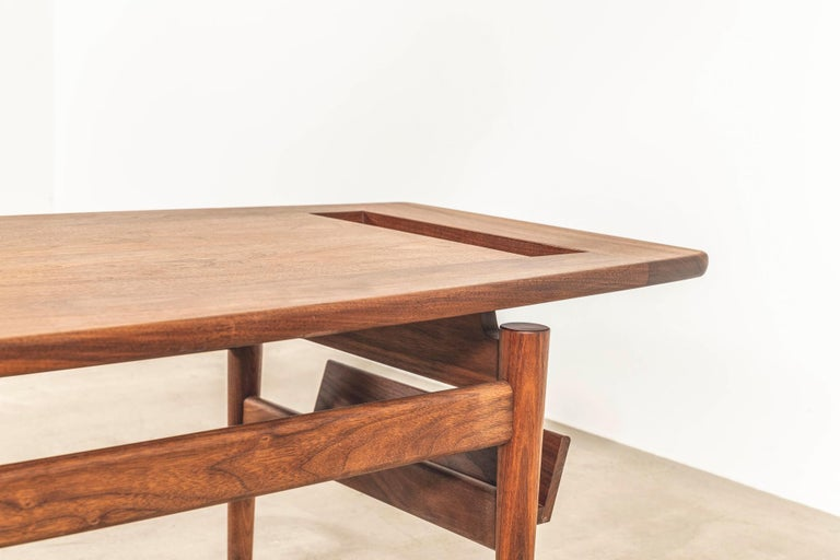 T390 Low Table with Magazine Rack in Walnut by Jens Risom For Sale 1