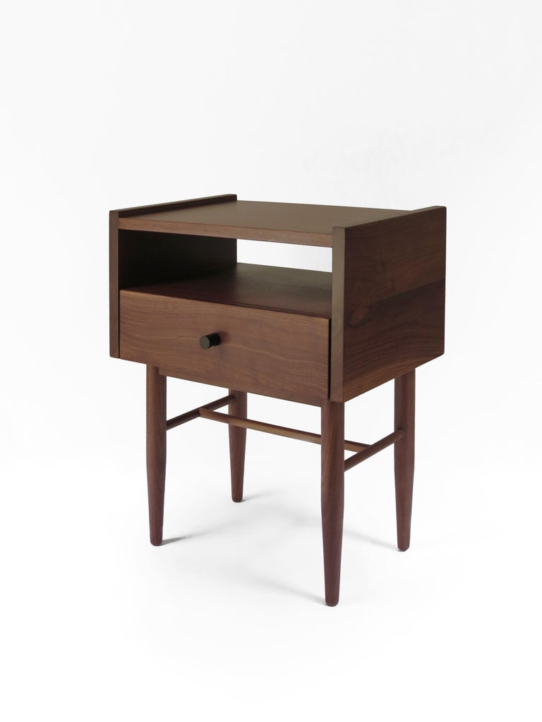 The Tabasco night stand is manufactured in solid Tzalam (Caribbean walnut) or Huanacaxtle with a black mate aluminium handle. The carpentry  is made by Mexican craftsmen. Both Tzalam and Huanacaxtle are tropical hardwood that can be found in