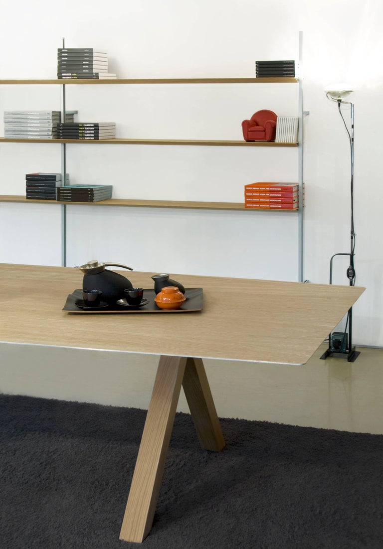 The Table B, which inaugurated the Extrusions Collection in 2009, can reach up to five metres using a simple profile of extruded aluminium. Its apparent simplicity covers a complex technical development where important engineers have participated.