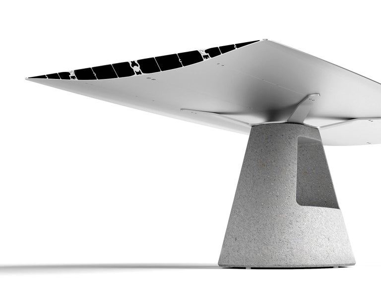 Top in bevel edged extruded aluminium. Architectural concrete base in grey. Apt for outdoor use. Measures: 240 cm.
