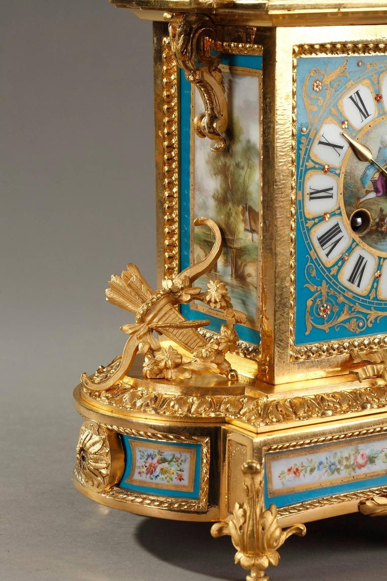 Table Clock in Ormolu and Porcelain with Galant Scenes For Sale 2