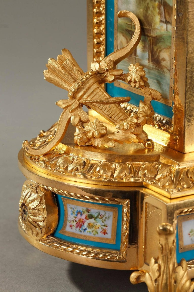 Table Clock in Ormolu and Porcelain with Galant Scenes For Sale 3