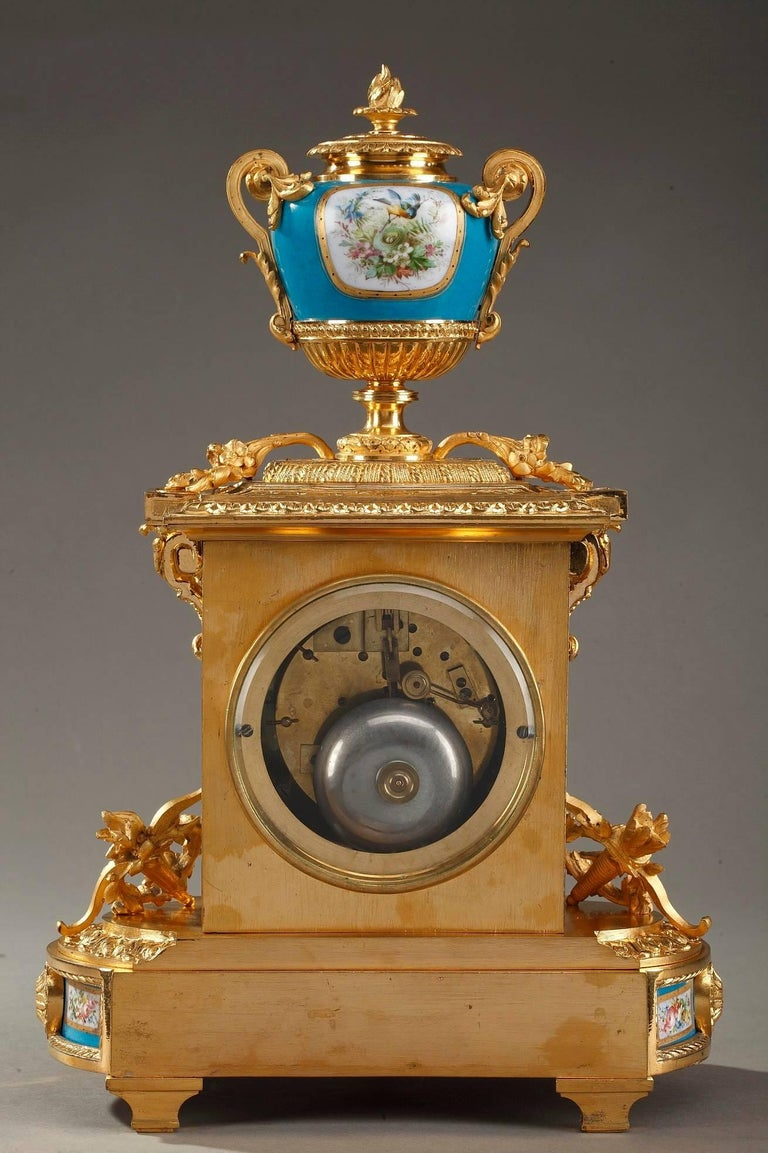 Table Clock in Ormolu and Porcelain with Galant Scenes For Sale 7