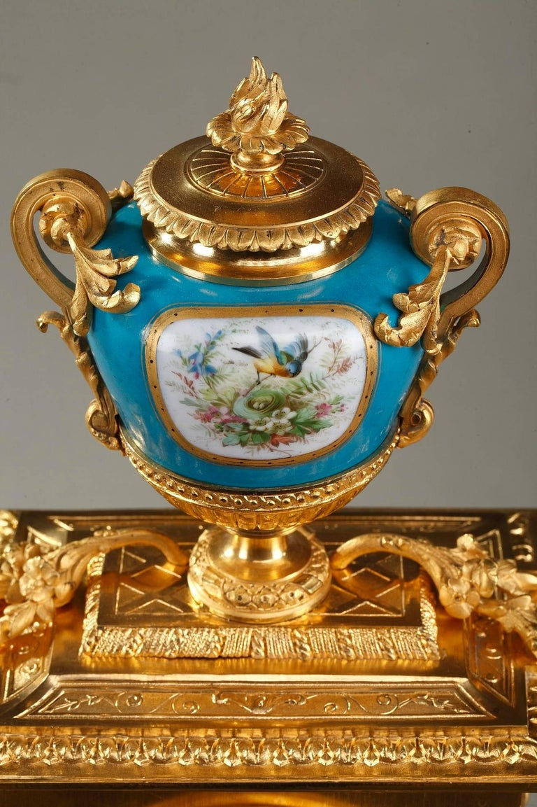 Table Clock in Ormolu and Porcelain with Galant Scenes For Sale 8