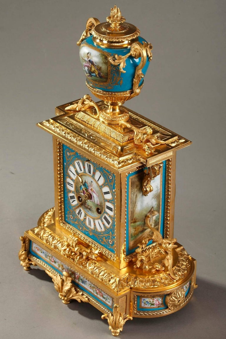 Table Clock in Ormolu and Porcelain with Galant Scenes For Sale 11