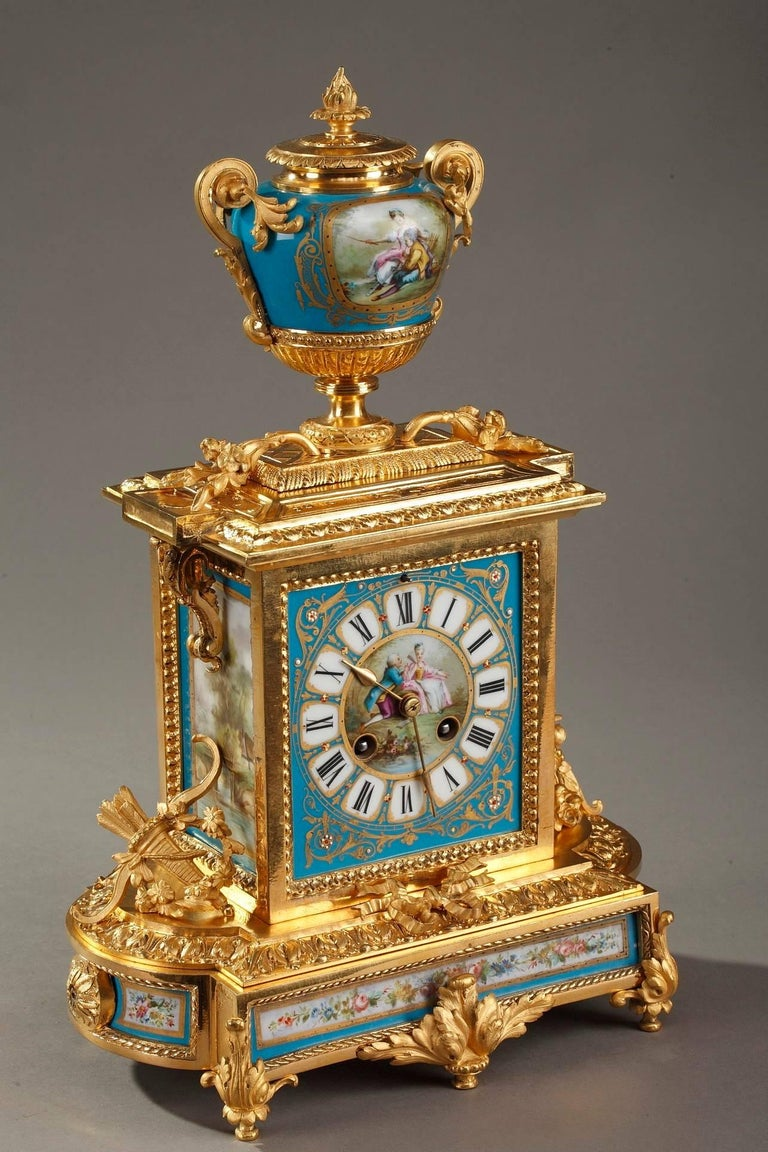 Table Clock in Ormolu and Porcelain with Galant Scenes For Sale 1